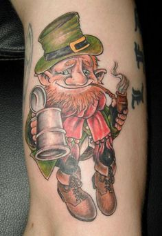 cool Leprechaun dude with a pipe and beer - - Irish Tattoos, Dad Tattoos, Celtic Tattoos, Couple Tattoos, Wing Tattoos, Tatoos, Phoenix Tattoo Design, Skull Tattoo Design, Cross Tattoo Designs
