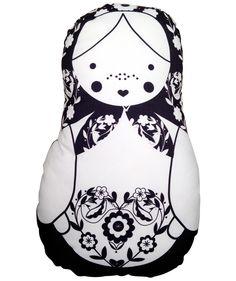 Matrioshka Blanco/Negro L - Cojín. $75.000 COP. Cómpralo aquí--> https://www.dekosas.com/productos/hogar-decoracion-cojines-fulanita-matrioshka-bn-L-detalle