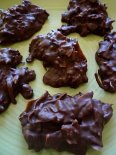 No Bake Paleo Cookies Ingredients: 1 cup coconut flakes 1 cup chocolate chips 1 cup chopped pecans 1/2 cup almond butter 1/3 cup honey 1/3 cup olive oil 1 Tablespoon cinnamon