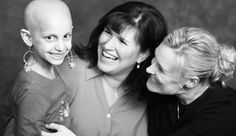 Flashes of Hope takes professional photographs of kids with cancer. How awesome is that?!?!