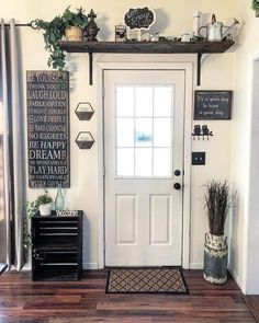 Are you looking for images for farmhouse living room? Browse around this website for amazing farmhouse living room inspiration. This unique farmhouse living room ideas looks totally amazing. Sweet Home, Country Decor, Country Style, Country Entryway, Rustic Farmhouse Entryway, Rustic Mantel, Rustic Office, Modern Country, French Country