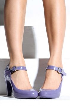 Cute lavender shoes. I would have nothing to wear with these, but if I had them, I'd have an excuse to get a whole new wardrobe.