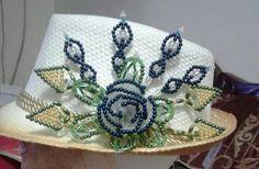 Sombrero con tembleque....by Zenaida Romero