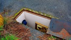 "Abandoned manhole covers in Milan, turned into miniature rooms by installation artist Biancoshock. Of his work he says ""Intervention that, parodically, speaks about people forced to live in extreme. Metalarte, Rent In London, Sewer System, Bokashi, Artistic Installation, Unusual Homes, Rooms For Rent, Secret Rooms, Secret Space"