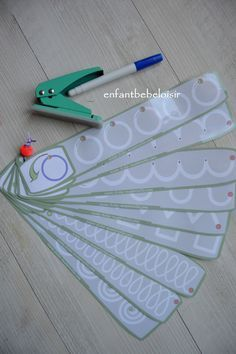 Coucou, Tracer des formes Un exercice de tracer pour les petites sections de maternelles trouvé sur le site fiche-maternelle.com . Réglettes que vous pouvez imprimer et le plastifier !