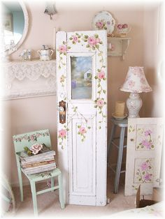I can't paint, but wouldn't it be neat to purchase a painting and an old door and put them together!