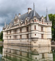 01-Early Renaissance Chateaux-The Château of Azay le Rideau (1518-24), Loire valle.  It is a fine example of French Renaissance design. This building was an entirely new structure. There was no need of defense in this mediaeval form  Château, but the windows are flanked by classic pilasters and crowned with entablatures.