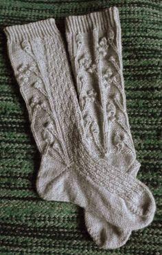 Beautiful grey long socks.   YARN: NOVITA 7 VELJESTÄ.   From Silmukat ristissä -blog.