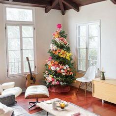 Inspiratie: Versier dit jaar de kerstboom eens met bloemen