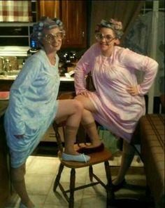 Make grandma costume yourself – Halloween Costumes Old Lady Halloween Costume, Fete Halloween, Costume Zombie, Halloween Ideas, Old Lady Fancy Dress, Old People Costume, Granny Costume, Homecoming Spirit Week, Ladies Party