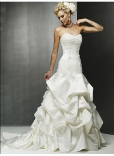 A-Line/Princess Sweetheart Chapel Train Satin Wedding Dress with Lace Beadwork (002000483)