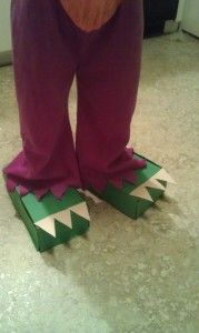 Dinosaur Craft - Dinosaur feet ! Requires tissue boxes, green paper and a class of noisy children to stomp about wearing them. Looks fun. I just need to find some boxes for my own feet...