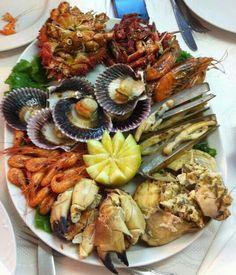 Uuuummmhhh que rica mariscada Barbacoa, Food Trays, Shrimp, Seafood, Fish, Meat, Hygge, Cooking, Gastronomia