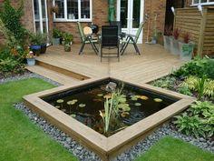 estanque de jardín y muebles de negro y verde