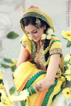 Perfect mehndi dress and the yellow rose earrings!!!