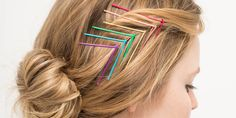 DIY : Jazz Up Bobby Pins to Create Pretty Hairstyles. Every girl's bad hair day saver - bobby pins can be jazzed up to create an array of looks. Bobby Pin Hairstyles, Headband Hairstyles, Diy Hairstyles, Pretty Hairstyles, Hair Scarf Styles, Curly Hair Styles, Chic Short Hair, Barrettes, Hair Accessories For Women