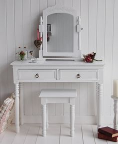 Chite dressing table - New England Classic Handles