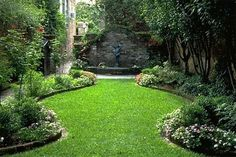 small courtyard garden in Charleston, South Carolina. The narrow, deep lots present challenges and opportunities.A small courtyard garden in Charleston, South Carolina. The narrow, deep lots present challenges and opportunities.