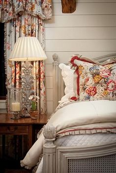 Gorgeous Bedroom Interior Design ideas and home decor Bedroom Decor, Beautiful Bedrooms, Home, Country Bedroom, Guest Bedrooms, Bedroom Red, Home Bedroom, Home Decor, French Country Bedrooms