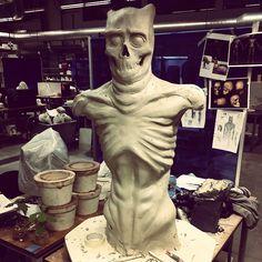 Work in progress.  I see now that the ribbs needs some attention.  #sculpture #ceramics #konstfack #creepy #monster #craft #ghost #horror #teeth #skull #bone #skin keramik #abs #raw #superfruit