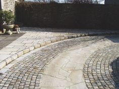 Stonemart, the leading sandstone supplier in India offers sandstone cobbles set and paving stone for driveways, paths and garden patio etc.