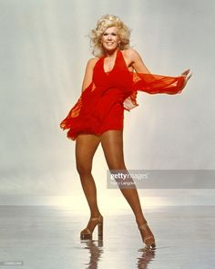 LOS ANGELES - 1979 actress Connie Stevens poses for a portrait in Los Angeles, California. Get premium, high resolution news photos at Getty Images Vintage Hollywood, Classic Hollywood, Classic Actresses, Female Actresses, Hollywood Stars, Rocknroll, Stella Stevens, Connie Stevens, Up Girl