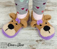 Teddy Bear Booties - Child Sizes pattern by Carolina Guzman Ravelry: Teddy Bear Booties - Child Sizes crochet pattern by Carolina Guzman Crochet Baby Clothes, Crochet Baby Shoes, Love Crochet, Crochet For Kids, Knit Crochet, Crochet Teddy, Crochet Boots, Crochet Slippers, Men's Slippers