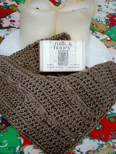 Another really cute wash cloth pattern. I may have to start crocheting again. I haven't in years.