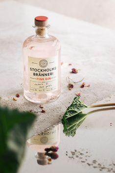 Stockholms Bränneri Pink Gin on Behance Gin Bottles, Alcohol Bottles, Perfume Bottles, Cocktail Photography, Wine Photography, Product Photography, Craft Cocktails, Cocktail Drinks, Packaging Inspiration