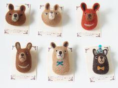 くまブローチ -by ヒツジフエルト縮絨室 ヒロタリョウコ[Bear Brooch by Felt Fulling Lab-Ryoko Hirota]20140812