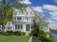 Be still my heart - Home Exterior: Pond-Front Colonial in Rye, N.Y.