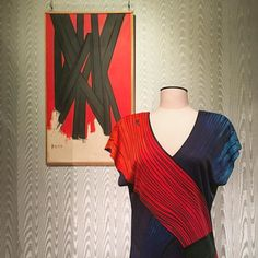 #whenartmeetsfashion Iconic trompe loeil dress by Roberta di Camerino dialogues with a rare Mario Nuti painting from 1950 stunning example of the Florentine Astrattismo Classico art movement! New display of the Fashion and Costume museum in Florence Italy. #fashionexhibition #fashioncurator