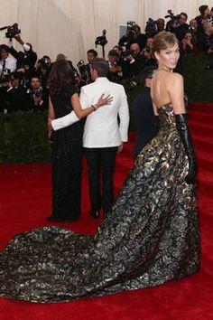 Karlie Kloss in Oscar de la Renta at the Met Ball 2014