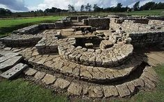 A new map of Hadrian's Wall claims to be the most detailed guide yet published, revealing a host of other little-visited historic sites nearby. Max Davidson sets off on the trail of Britain's finest Roman monument. Fantasy World Map, Roman Artifacts, Hadrian's Wall, Roman Roads, Roman Britain, Ancient Buildings, Great Wall Of China, Interesting Buildings, England And Scotland