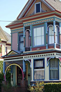 Fascinating paint job on this Eureka CA house, but I think they should have painted the body color the same on both floors. Somebody took a lot of time to highlight the incredible detail on this little house.