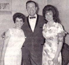 Jim Reeves and Loretta, with fan.