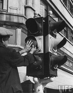 Installing blackout masks on a traffic light during the outbreak of war in London, by William Vandervert (September 1939).