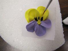 ~ Sugar Teachers ~ Cake Decorating and Sugar Art Tutorials: Pretty Piped Pansies
