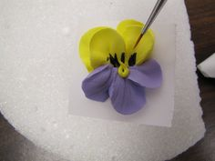 ~ Sugar Teachers ~ Cake Decorating and Sugar Art Tutorials: Pretty Piped Pansies