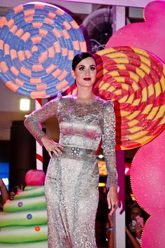 Katy Perry looking glamorous!
