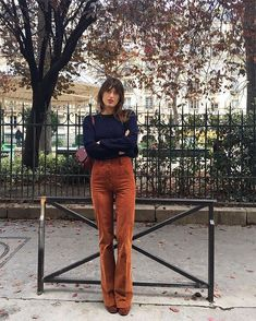 Jeanne Damas: Elements of Style - faraway places Fashion Mode, 70s Fashion, Look Fashion, Girl Fashion, Fashion Outfits, Fashion Vintage, Fashion Ideas, Jeanne Damas, Girls Fall Outfits
