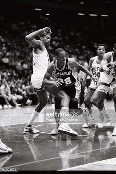 Fotografia de notícias : Sean Elliott of the San Antonio Spurs falling...