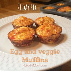21 day fix omelet muffin! 4 muffins is 1 red 1 green blue 21 Day Fix Breakfast, Breakfast Muffins, Health Breakfast, Clean Eating Recipes, Cooking Recipes, Egg Recipes, Recipies, 21 Day Fix Vegetarian, 21 Day Fix Plan