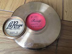Le Rage Powder Rough And Comb Compact
