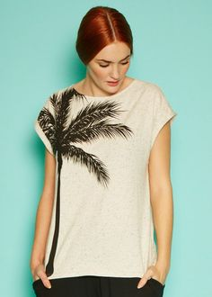 Palm t-shirt van People Tree Van People, Tee Tree, Sustainable Fashion, Black Pants, Looks Great, Organic Cotton, Tie Dye, Tunic Tops, V Neck