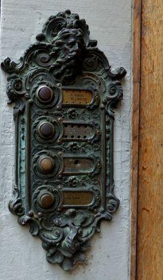 *Vintage Door Buzzer - Zürich, Switzerland (by Val Moliere) Door Knobs And Knockers, Knobs And Handles, Door Handles, Cool Doors, Unique Doors, Portal, Door Detail, Door Accessories, Door Furniture