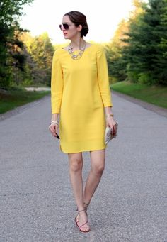 Banana Republic Dress Simple but standout piece. Perfect for a semi-formal or casual event for spring or summer. I love the scalloped sides and the zippers on the sleeves. Great dress and only worn once! Dressy Dresses, Elegant Dresses, Nice Dresses, Short Dresses, Dresses For Work, Classy Outfits, Chic Outfits, Boho Fashion, Fashion Dresses