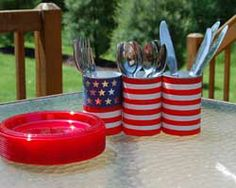 Craft instructions on how to make a cute patriotic buffet silverware holder for your Fourth of July barbecue. Patriotic Party, Patriotic Crafts, July Crafts, 4th Of July Cake, 4th Of July Party, Fourth Of July, Memorial Day Holiday, Memorial Day Celebrations, Silverware Holder