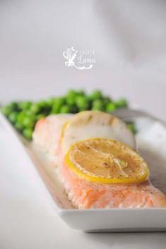 Somon cu sos de lamaie, reteta lejera si nutritiva, gata in 30 de minute Seafood Recipes, Dinner Recipes, Recipe Maker, Seafood Dinner, Scampi, Mussels, Food Inspiration, Cantaloupe, Food And Drink