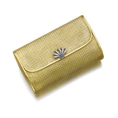 Womens Purses : Gold sapphire and diamond evening bag Gübelin Composed of basket woven gold Vanity Case, Vanity Box, Gold Fashion, Fashion Bags, Gold Clutch, International Jewelry, Estilo Fashion, Womens Purses, Carat Gold